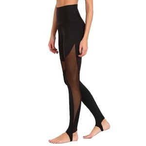Onzie - High Rise Stirrup Legging - Black - NWT